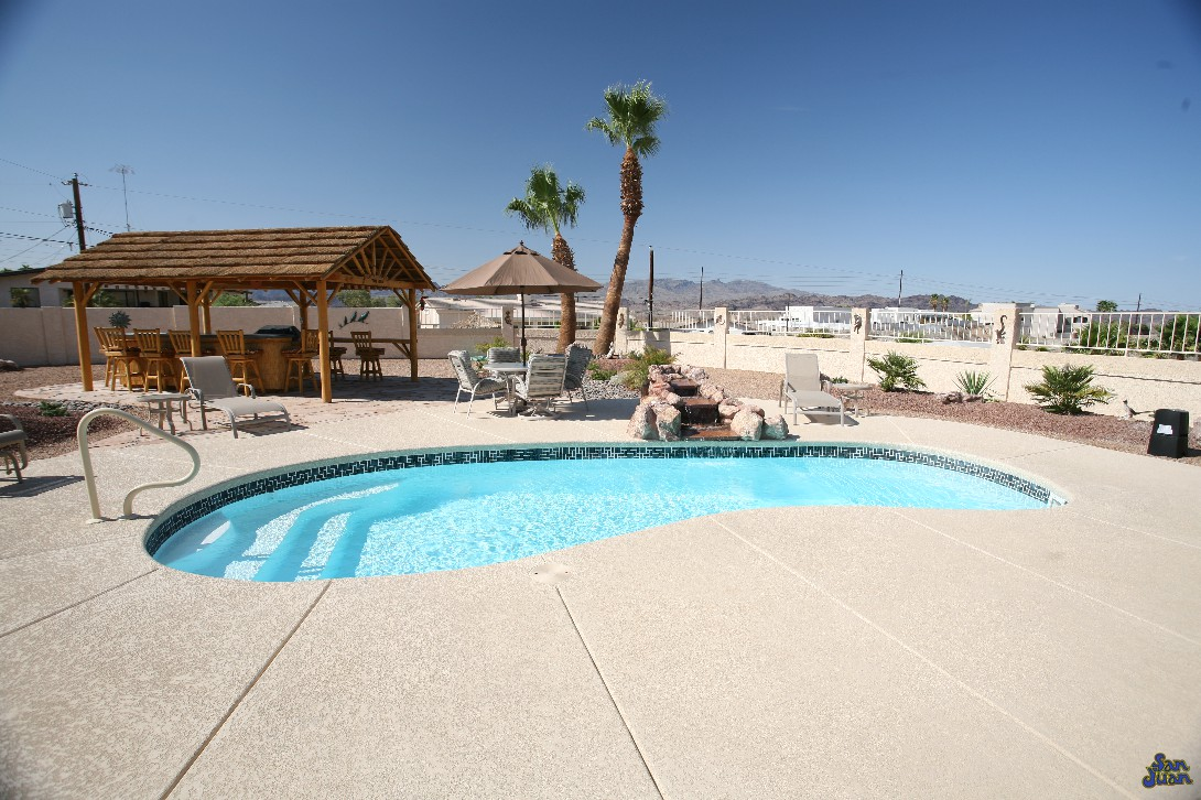 The Catalina is a medium-sized kidney shaped fiberglass swimming pool. Pair it with a concrete deck or beautiful travertine pavers for a conservative pool shape that has stood the test of time!