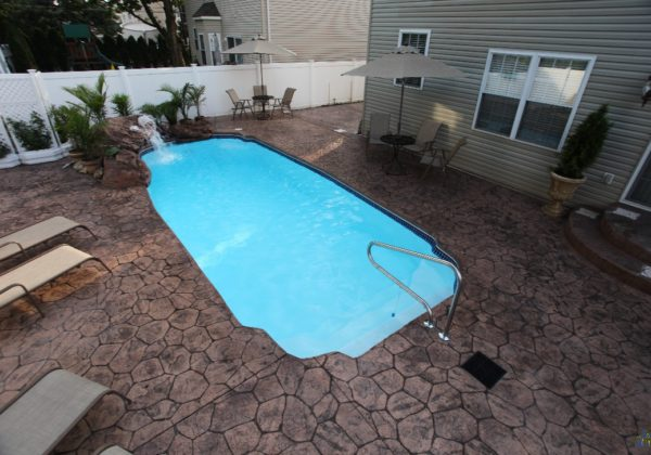 The Hawaiian is a fun twist on a standard Grecian pool shape. We open up this swimming pool to a wide set of shallow entry steps. This leads to a 6' deep end. It's a comfortable swimming pool that brings simplicity and fun to the home!