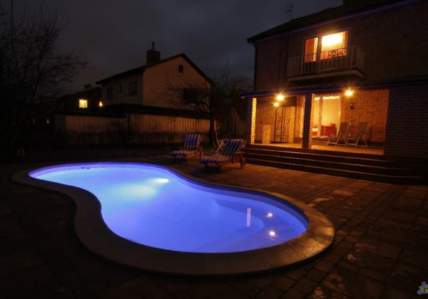 The Cocoa Beach is a traditional figure-8 layout with beautiful curves & petite size. This fun fiberglass pool is perfect for your home and will fit nearly any backyard! Light it up at night for a stunning display and elegant allure!