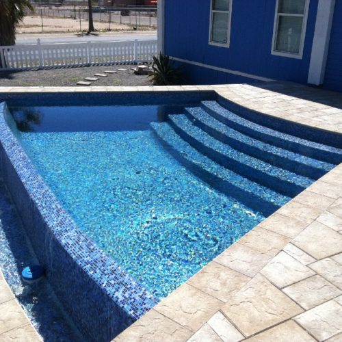 The Horizon is a marvelously designed fiberglass swimming pool. This unique & modern pool shape provides a beautifully curved set of entry steps. Secondly, we've provided a wide curved accent wall with a negative edge effect. This fantastic pool shape is designed to create that breath taking wow factor!