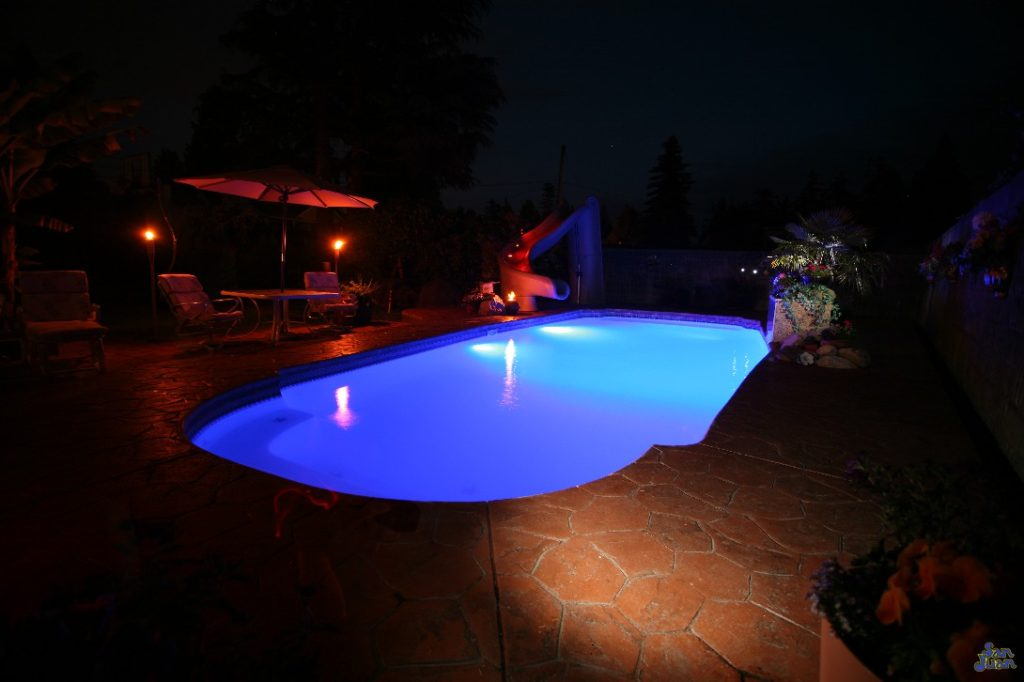 """The Savannah Deep is an elegant fiberglass swimming pool. It sports an 8' deep end and an overall length of 32' 6"""". For deep end swimmers, the Savannah Deep is perfect! It gets deep very quickly and provides ample space for water games."""