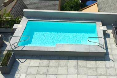 The Scottsdale fiberglass pool is a modern, rectangular pool shape with a flat bottom layout. This modern layout can fit in most backyards with a total water volume of only 5,200 gallons!