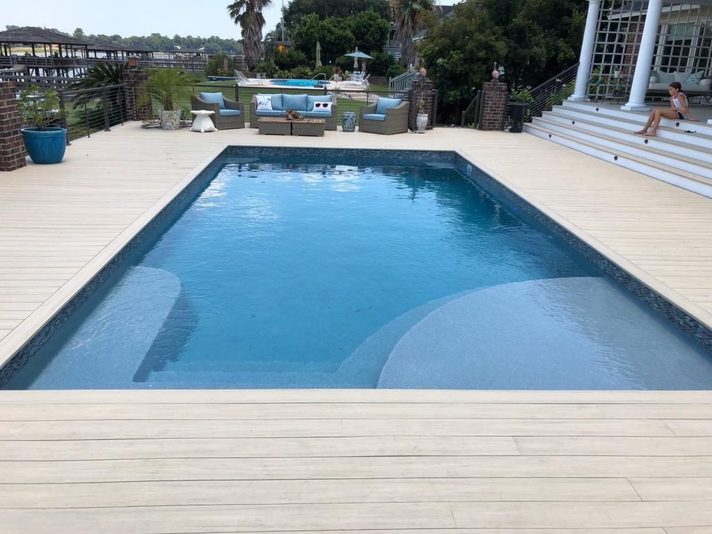 The Lake Superior provides a nice blend of modern pool design with advanced features, such as a large tanning ledge. Designed for lap swimming and relaxing, this fiberglass pool is the perfect choice for families with active kids.