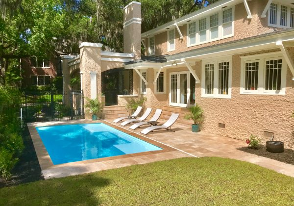 """The Broadway is an elegant & modern fiberglass pool design. It comes standard with a maximum depth of 4' and two tanning ledges that are 8.5"""" deep."""
