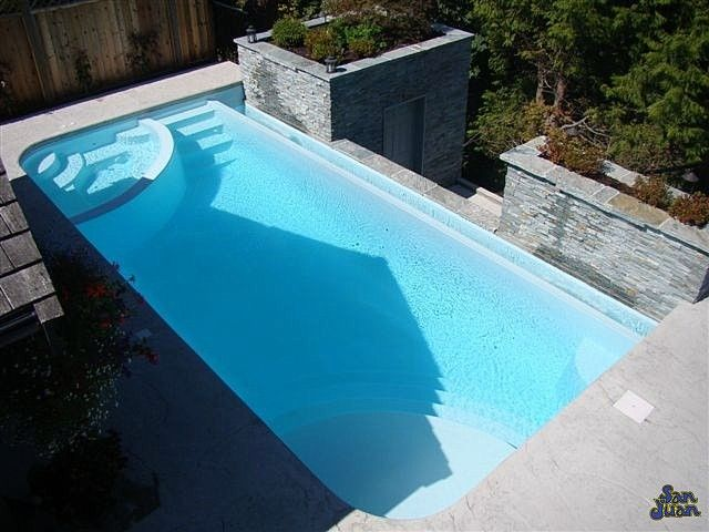 The iPool 2 is a beautiful rendition of what we can accomplish through the power of fiberglass technology. This pool design provides the user with a diverse swimming pool system. From a curved bench seating, dual entry steps, negative edge and even an attached spa. What more can you ask for?