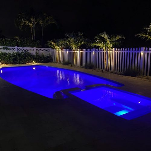 The Olympus is a unique fiberglass pool shape that blends a long rectangular body with modern design features. A dual set of entry steps, deep end swim out bench and attached spa all boost the value of the Olympus.